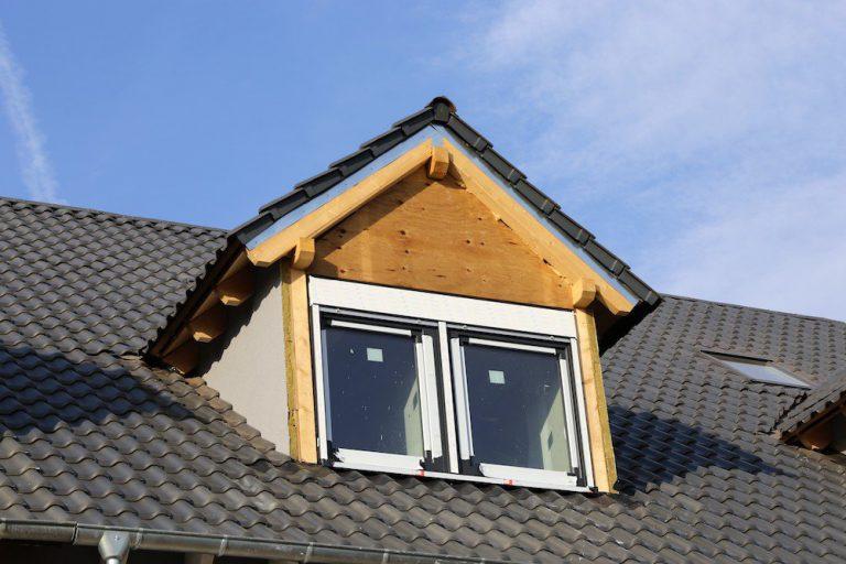Große Dachgaube auf einem Steildach